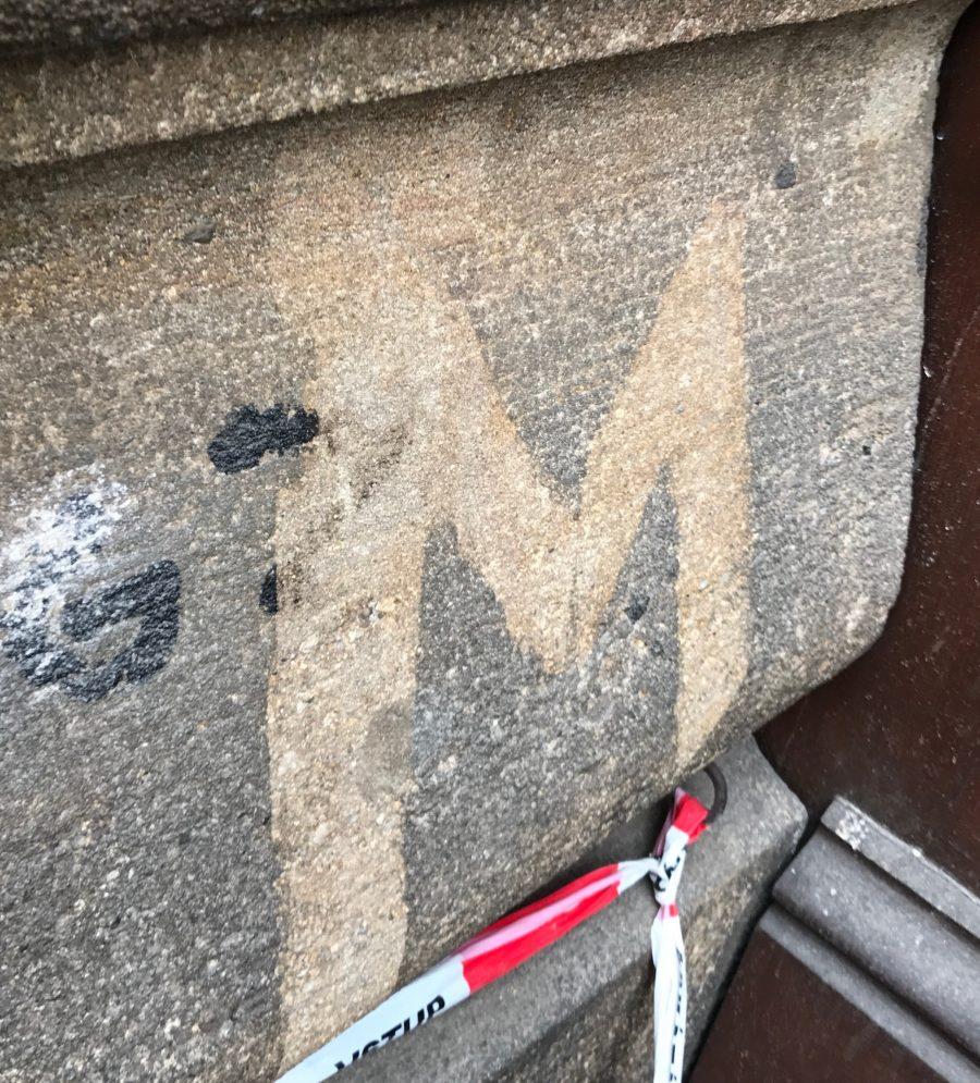 renovace fasád, pískovcových budov, grafiti odstraňování